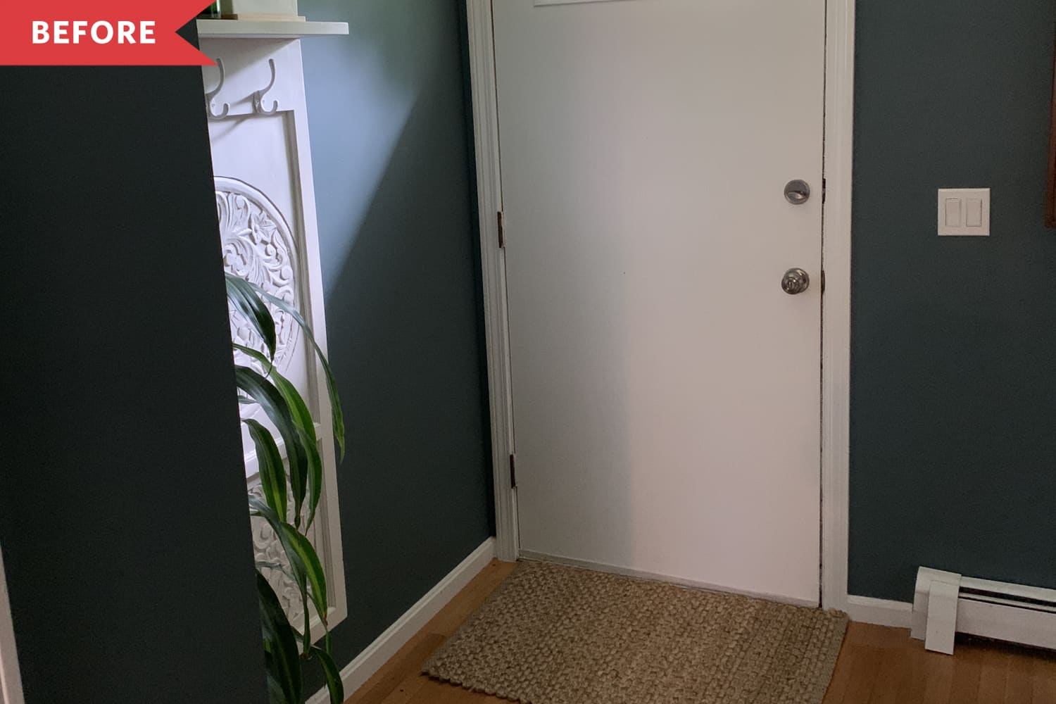 """Before and After: A 3-Hour Project Gives This """"Snoozefest"""" Entryway a Whole Lot of Character"""