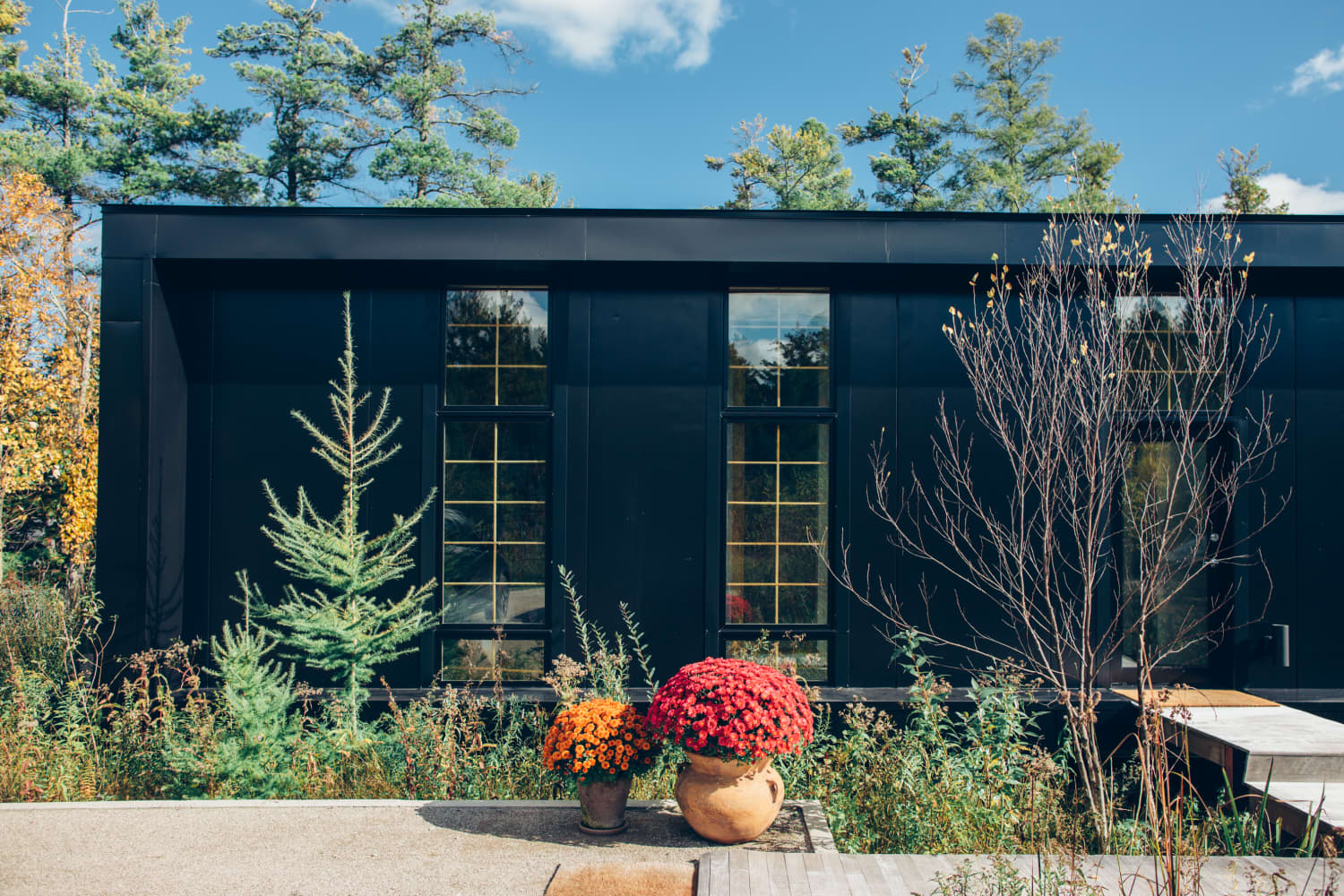 Here's What Your Exterior House Color Says About You