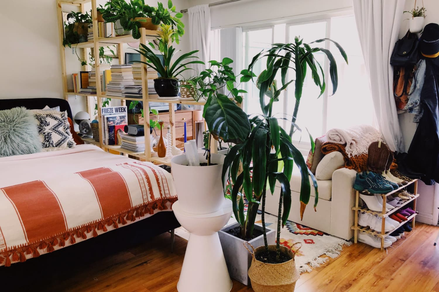 A 500-Square-Foot Studio Proves You Don't Have to Be a Super Minimalist to Live in a Small Space