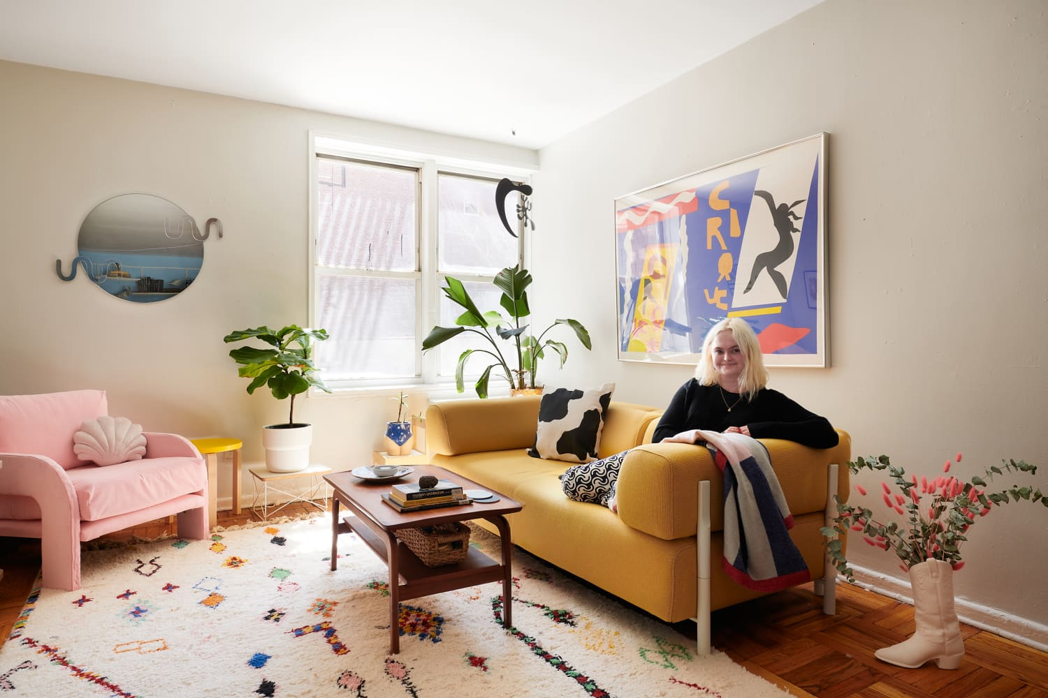 A Small Rental Is a Mashup of Primary Colors, Cool DIYs, & Fab Furniture