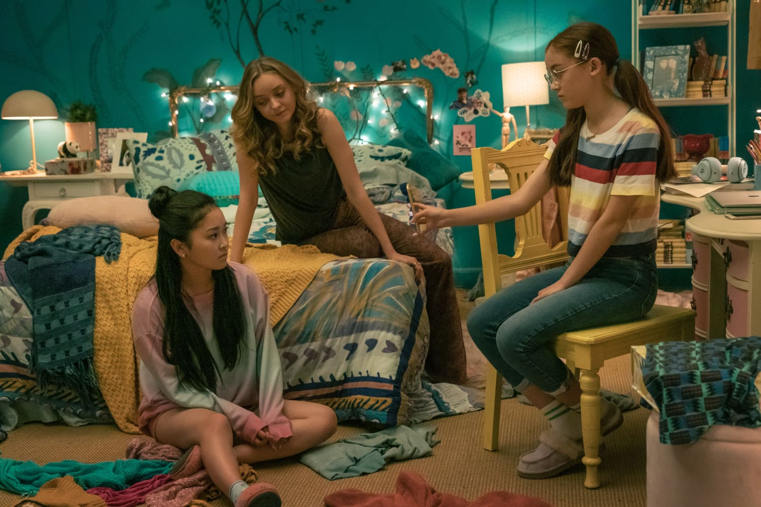 """The Hidden Meaning in Lara Jean's Bedroom Decor Across the """"To All the Boys"""" Series, According to the Designer - Apartment Therapy"""