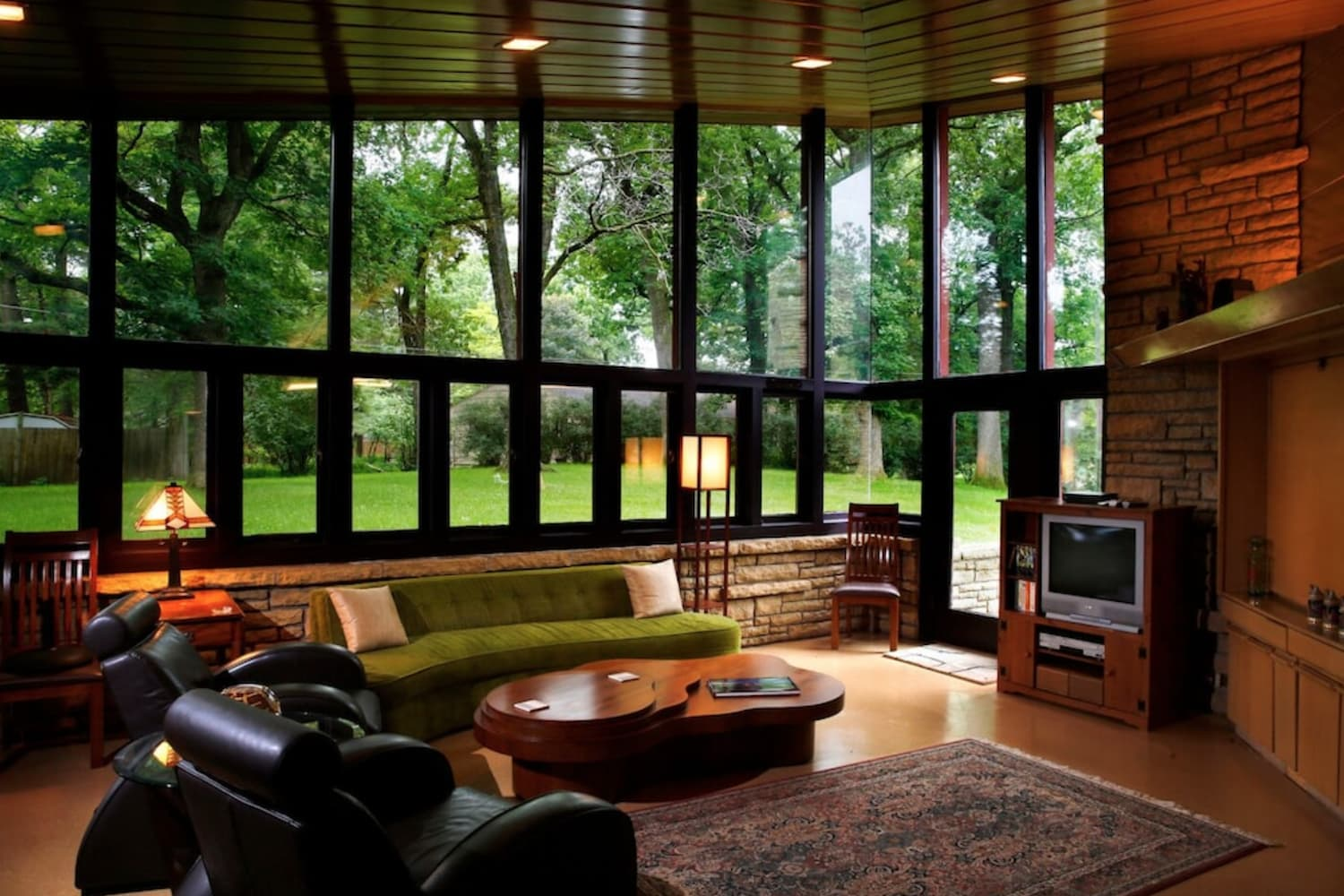 Attention, Design Lovers: You Could Book Frank Lloyd Wright Homes