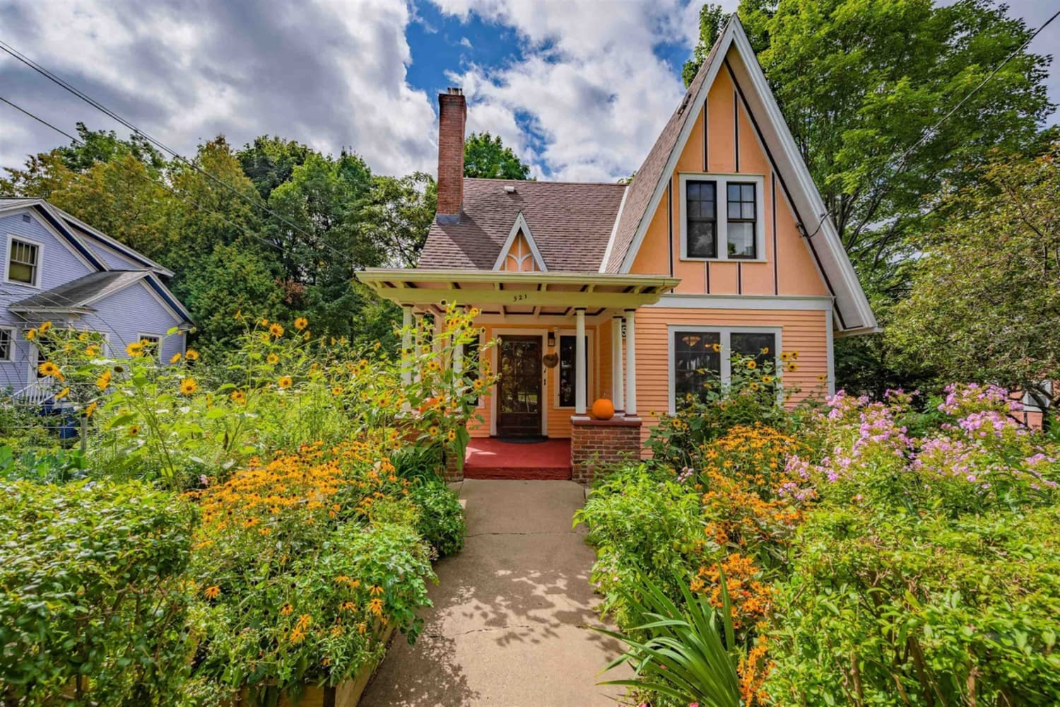 This Sherbet-Colored Cottage for Sale in Vermont Is a Plant Lover's Paradise