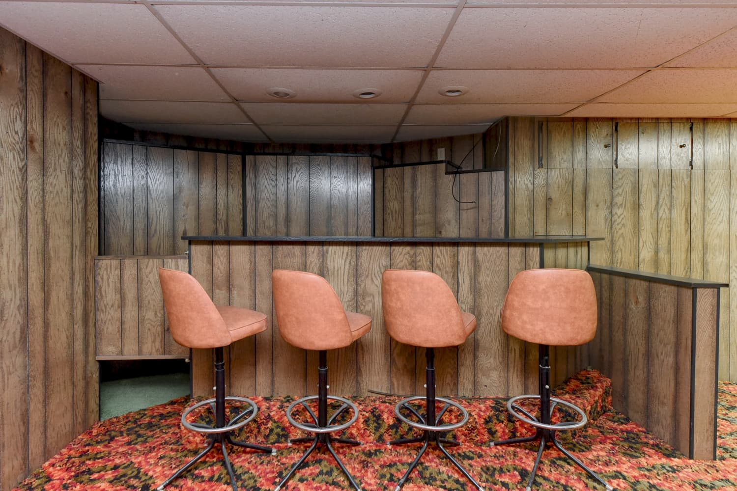 A Brief History of Basement Bars, the Neat Home Feature That Deserves a Comeback