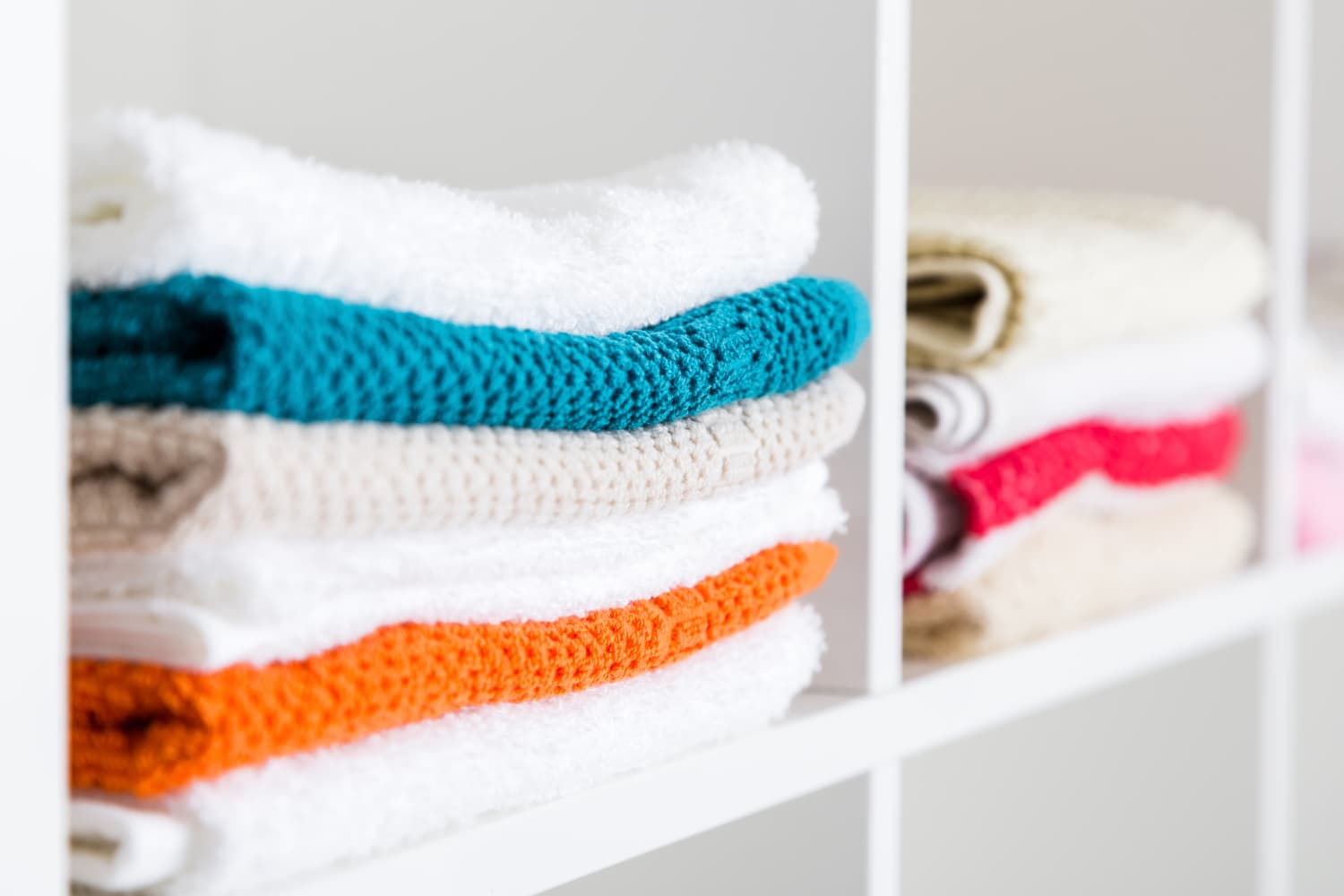 6 Things in Your Linen Closet You Should Get Rid of Right Now, According to Home Stagers
