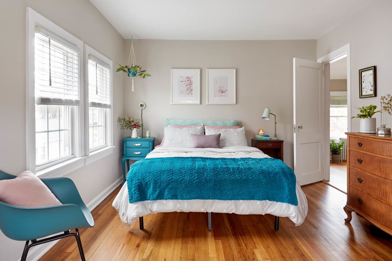 Follow These 10 Steps For a Cleaner Bedroom This Weekend