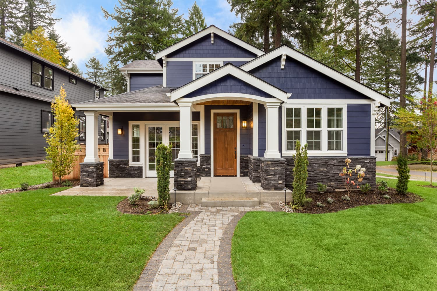 This Kind of Mulch Could Increase Your Curb Appeal, According to HGTV Experts