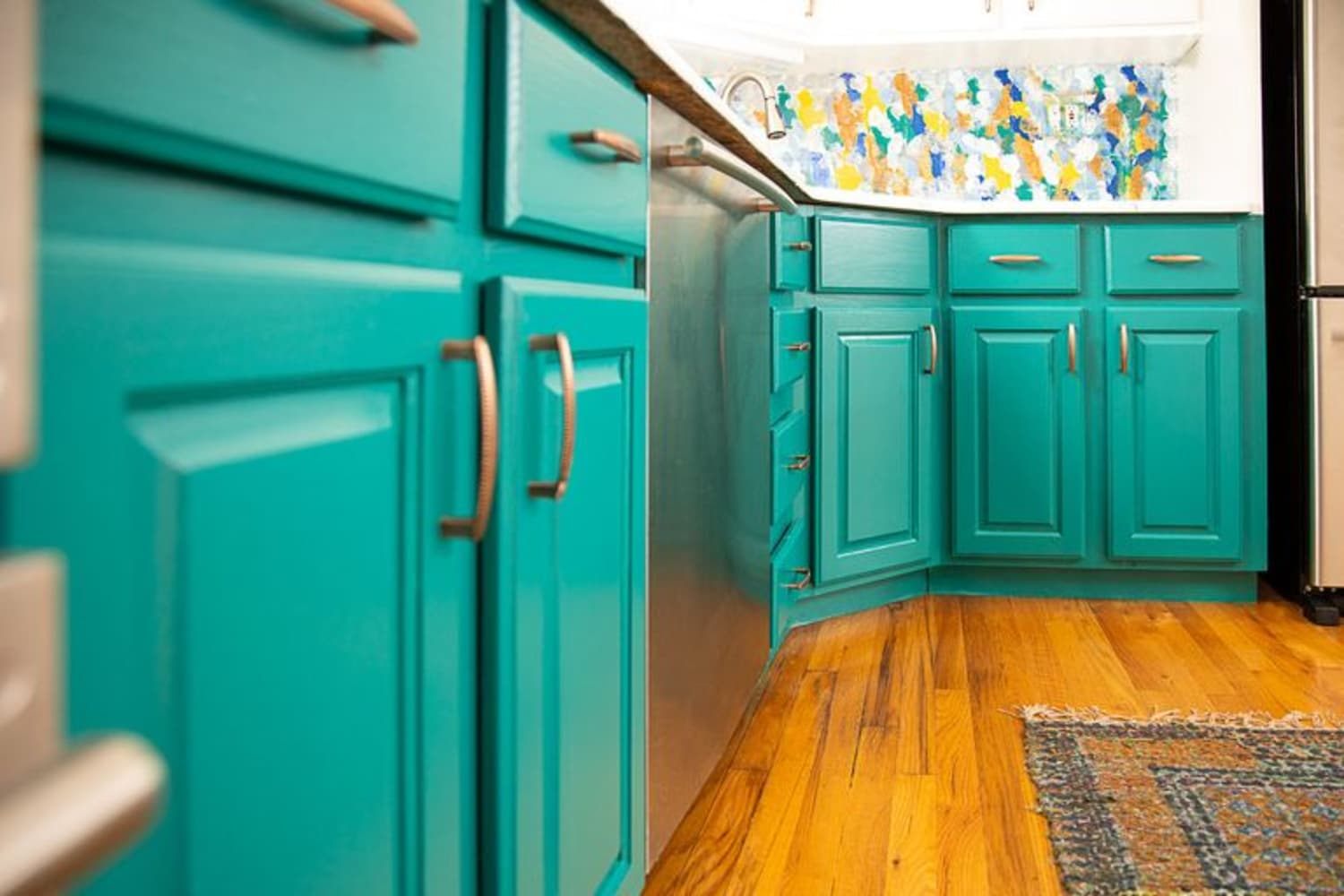 The Low-Down on How Painted Kitchen Cabinets *Actually* Hold Up Over Time