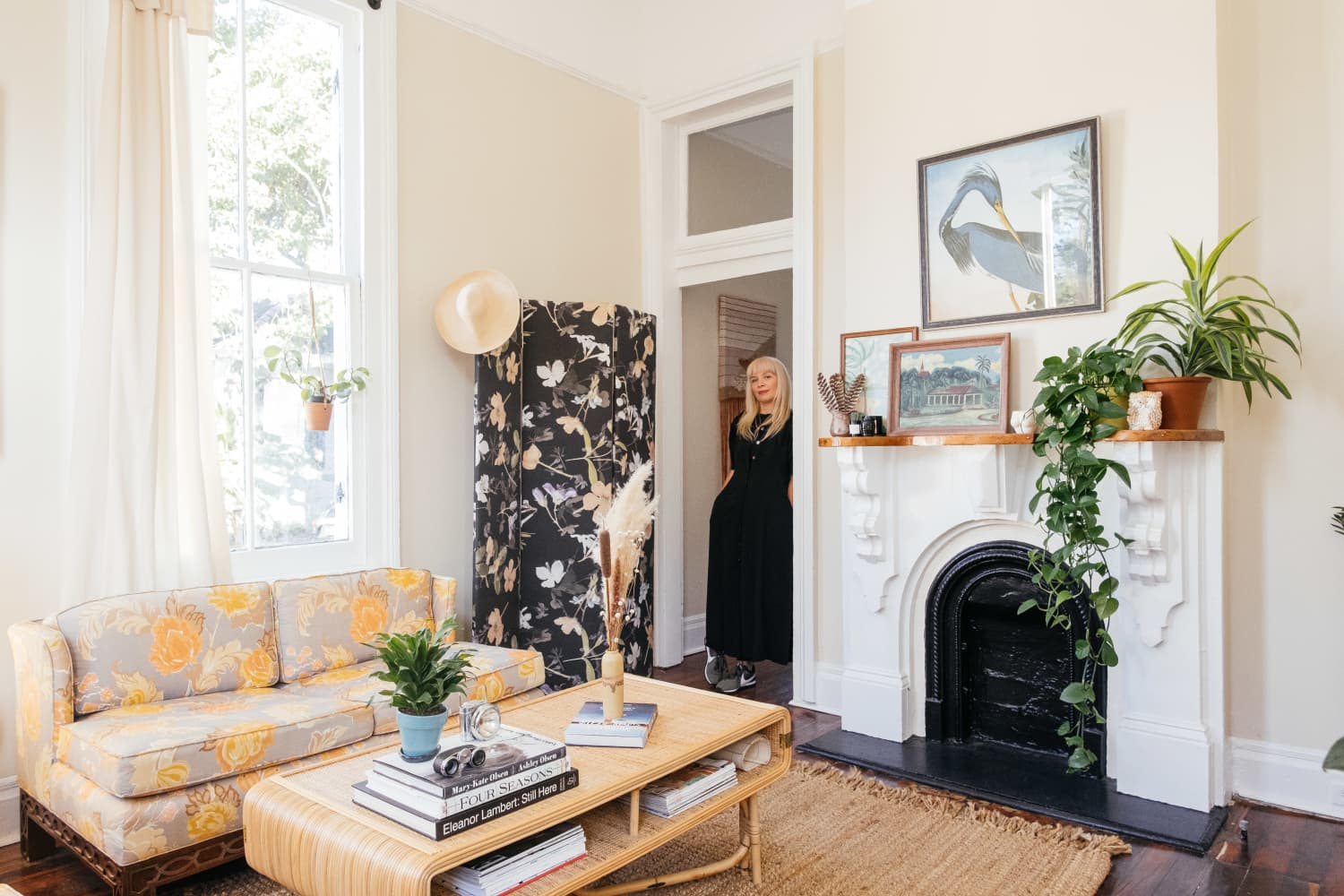 A New Orleans Rental Shotgun Is Dripping in Charm and Dried Florals
