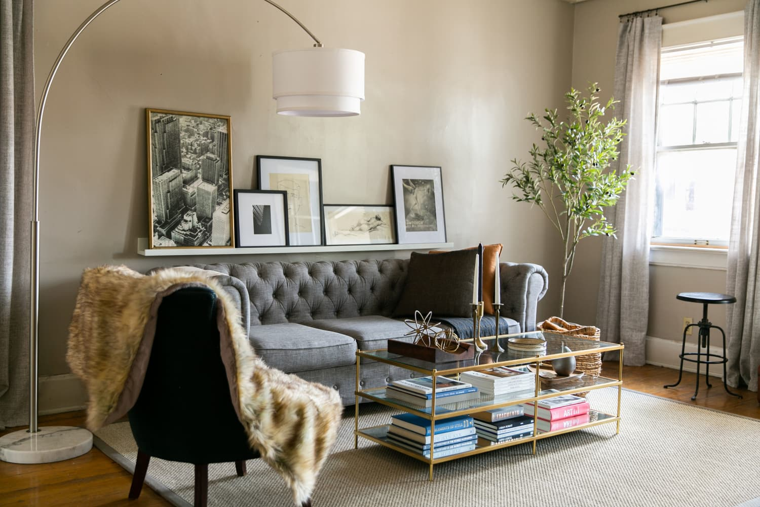 This Transitional Style Missouri Rental Was Furnished on a Budget