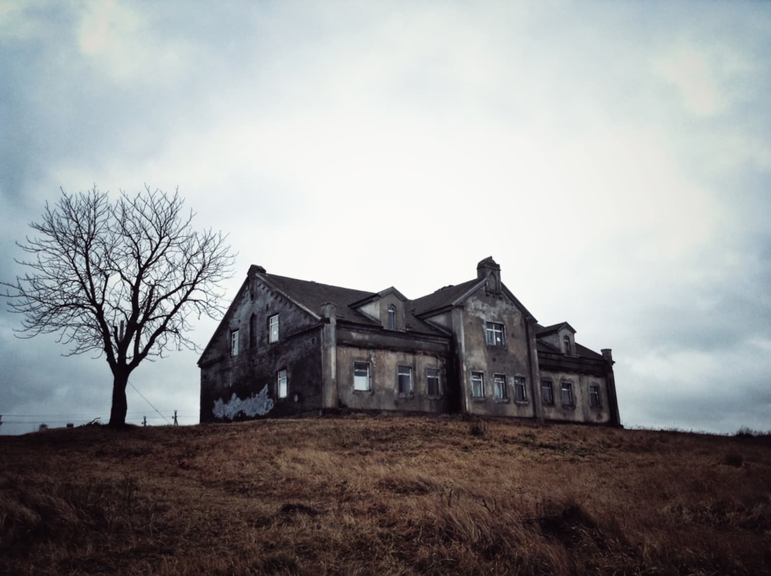 I Grew Up in a Haunted House. Here Are 3 Reasons Why Buying One Is a Great Idea