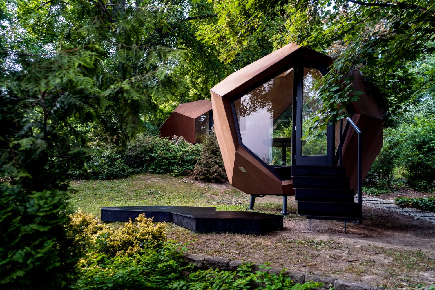 This 86-Square-Foot Geometric Cabin Is What Work-From-Home Dreams Are Made Of
