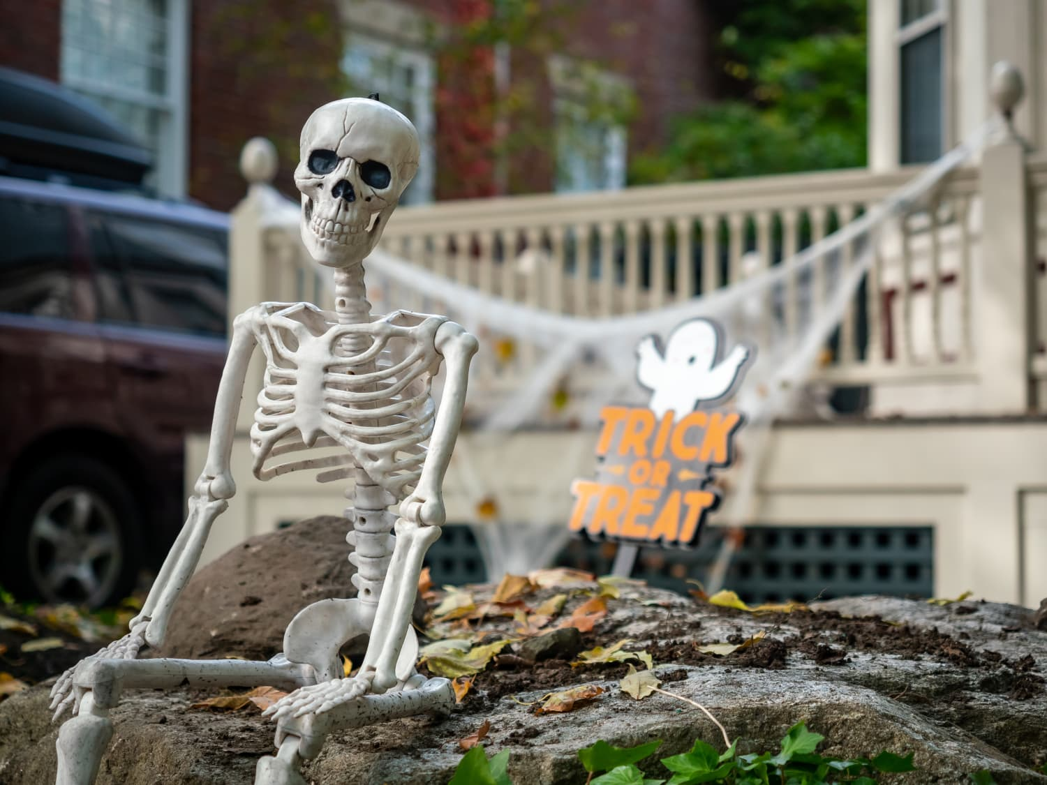 These Halloween Decorations on Twitter Perfectly Sum Up 2020