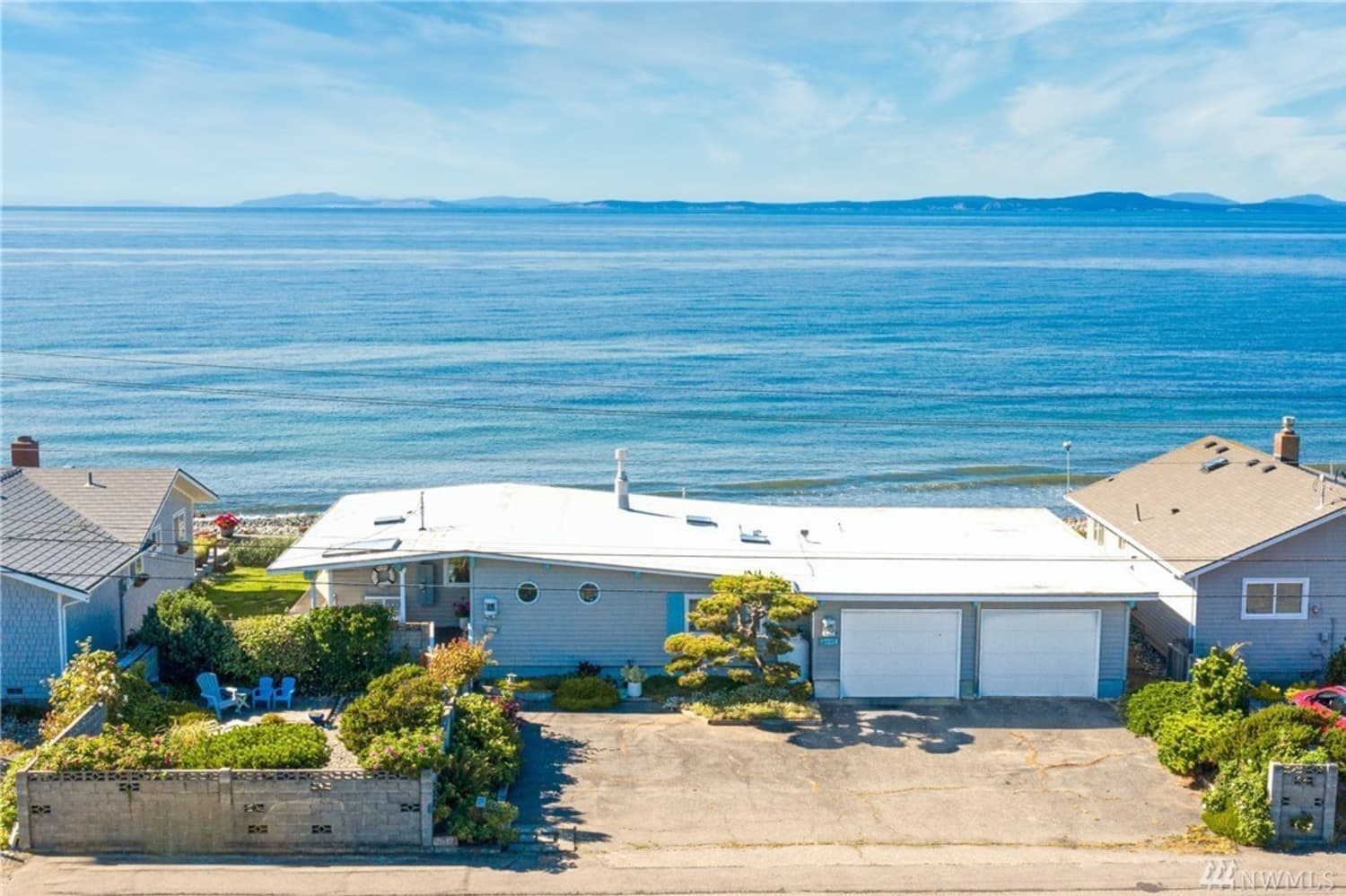 Look Inside: There's a '60s Beach House for Sale in the Pacific Northwest