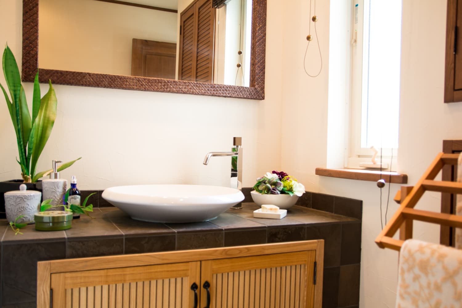 3 Things You Don't Need on Your Bathroom Counter, According to Home Stagers
