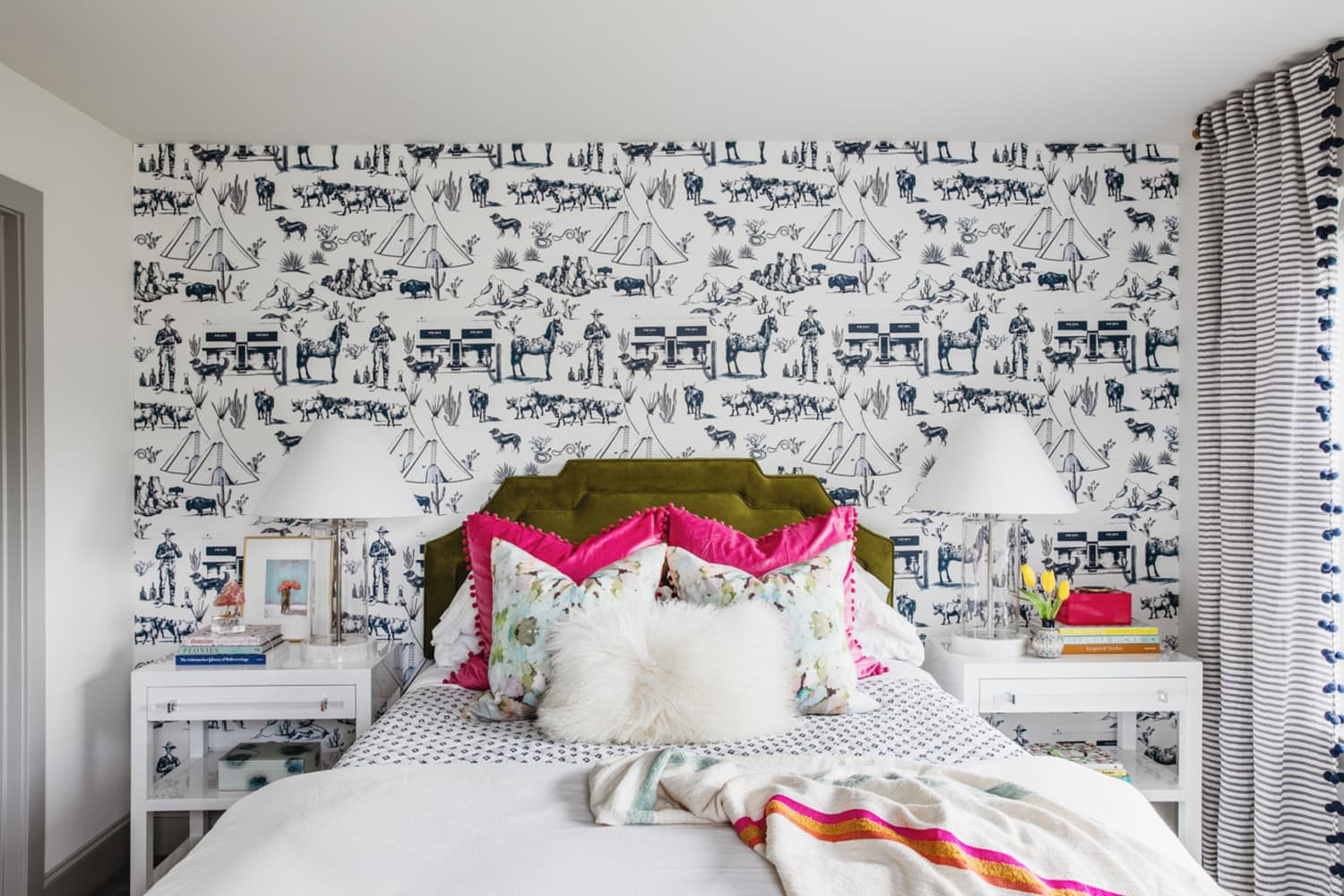 4 Tips for Using Bold Color in a Bedroom if You're Not into Color, According to a Designer