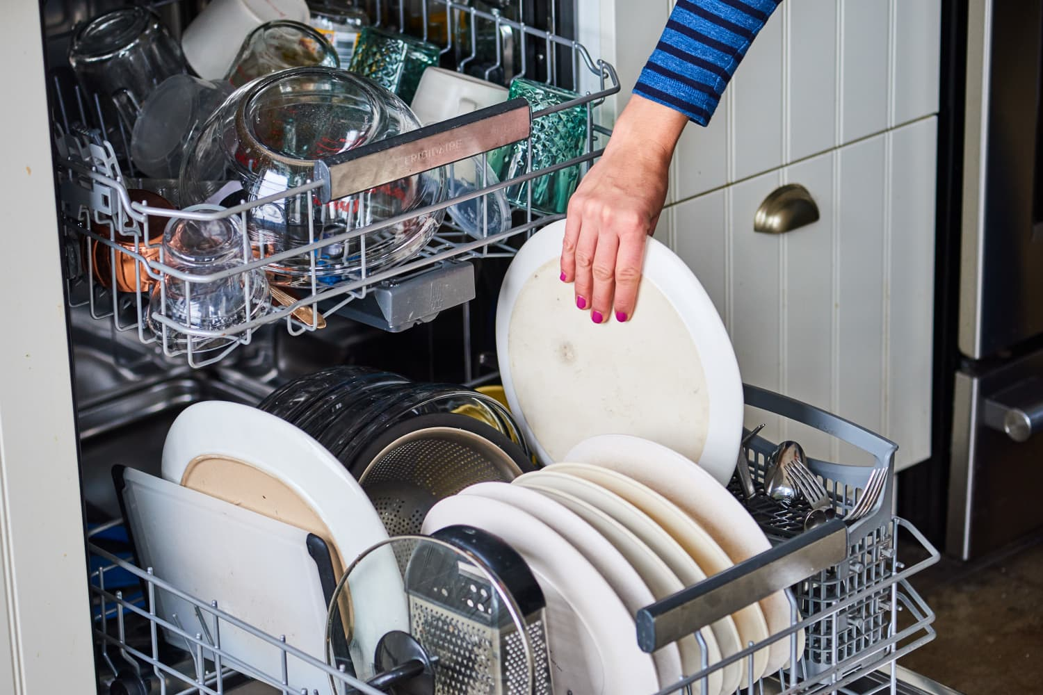 5 Things You Should Always Throw Into the Dishwasher If There's Room