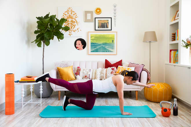 10 Realistic Tips from People Who *Actually* Work Out in Their Living Room