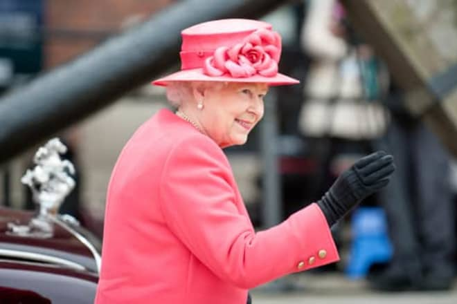 The Touching Reason Queen Elizabeth Keeps Her Holiday Decorations Up Until February