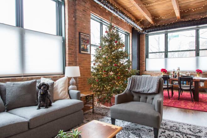 This Chicago Loft Masters Classic, Elegant Christmas Decor