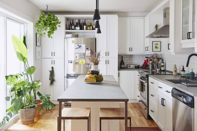 20 Rooms Where Kitchen Wall Art Steals the Show (or Just Looks Plain Awesome)