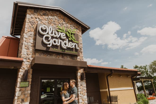 This Couple Had an Engagement Shoot at Olive Garden (Yes, There Were Breadsticks)