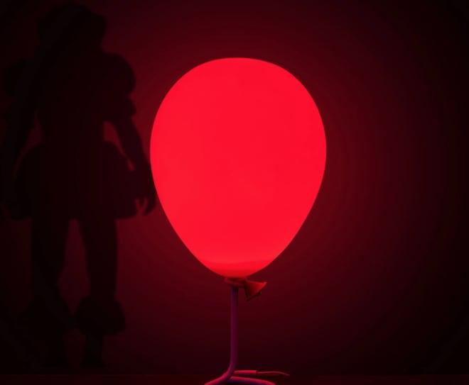 Terrify Your Guests with This Pennywise Red Balloon Lamp