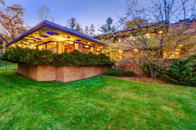 "This Frank Lloyd Wright-Inspired House Featured in ""The Marvelous Mrs. Maisel"" is for Sale"
