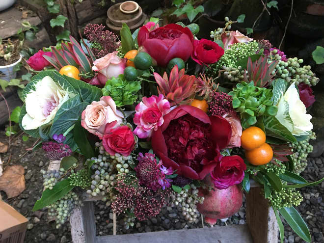 How to Create the Perfect Bouquet to Bring to Thanksgiving Dinner