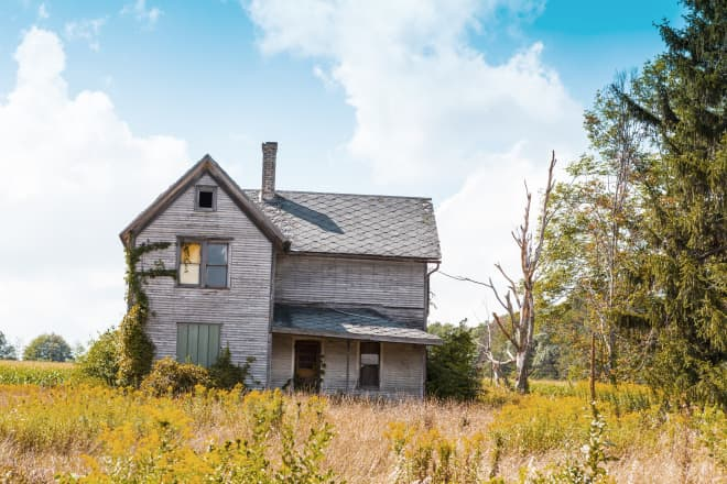 We're All So Suddenly Obsessed With Murder Houses—Here's Why