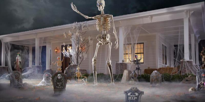 """This Massive Skeleton Makes the 12-Foot Skeleton Look """"Like a Toy"""""""