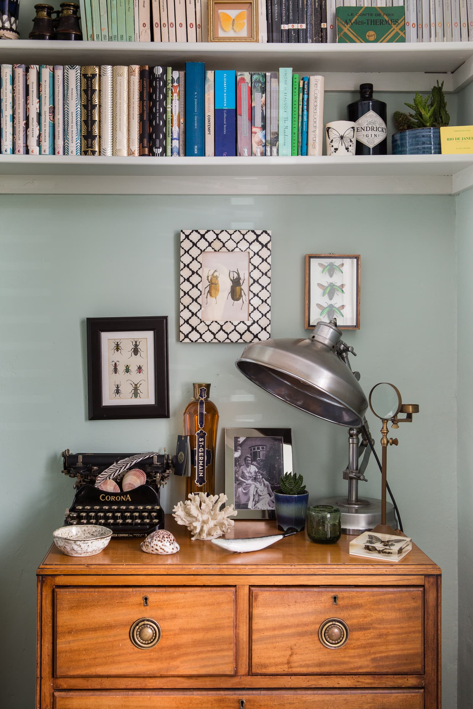 7 Stylish Ways to Decorate with Vintage Typewriters; #VintageDecor #HomeDecor #VintageTypewriters