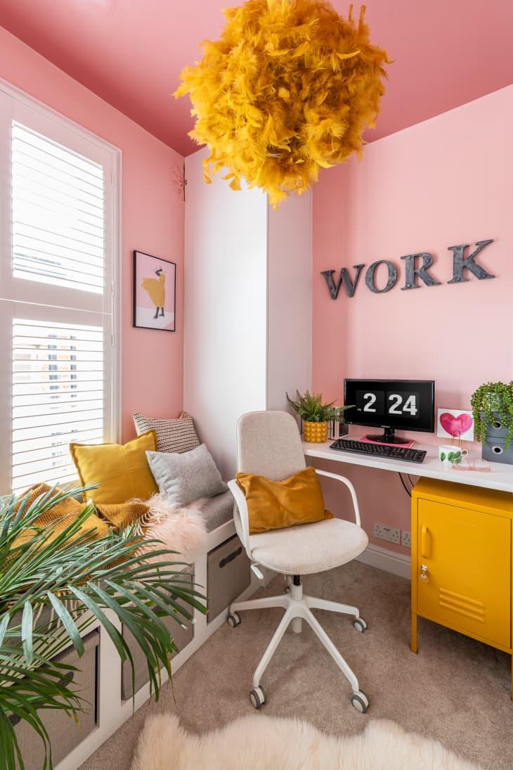 Despacho colorido en casa.