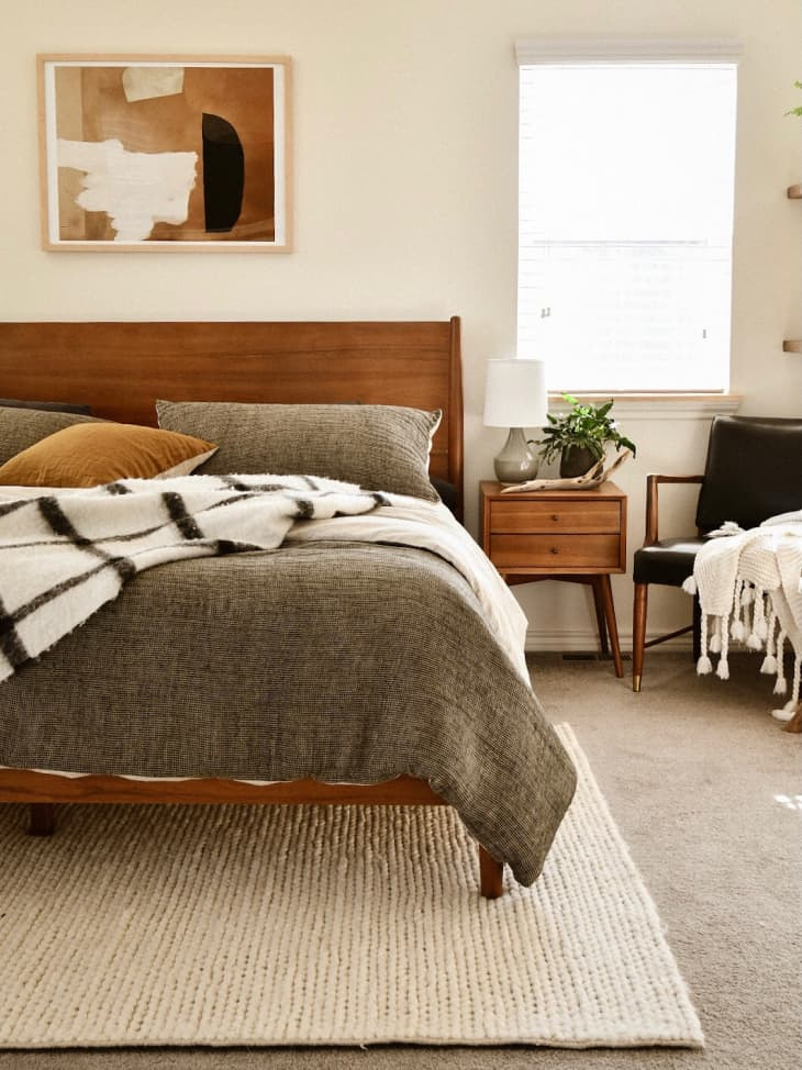 Bedroom with minimalist, textured decor