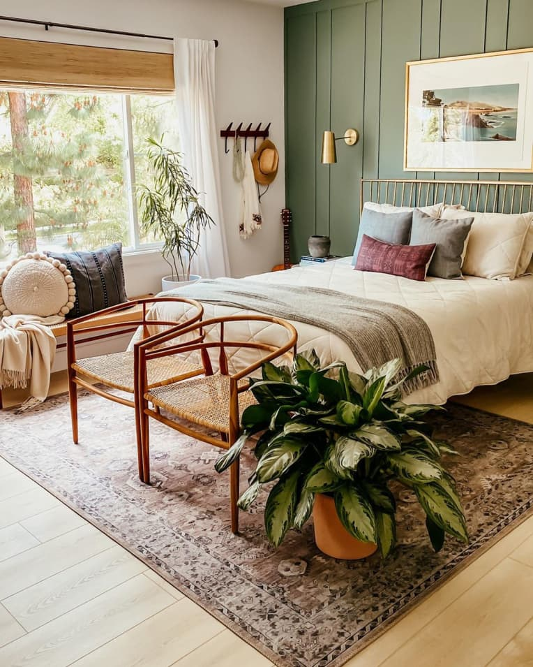 Bedroom with chairs at the foot of the bed
