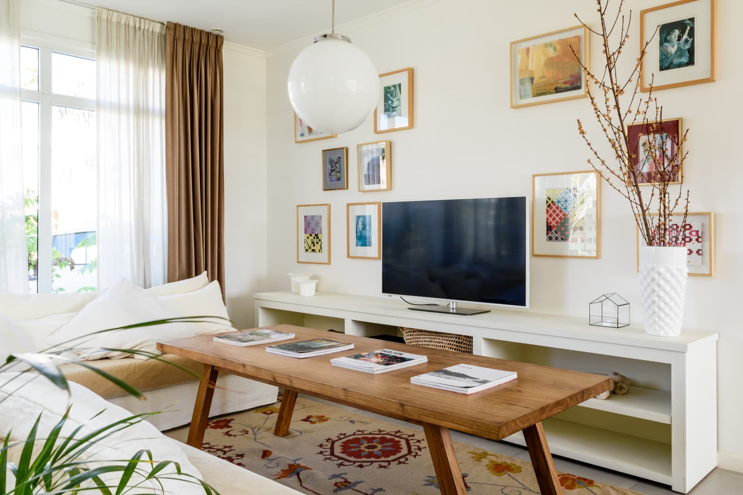 The Real Difference Of A Living Room Vs A Family Room Apartment