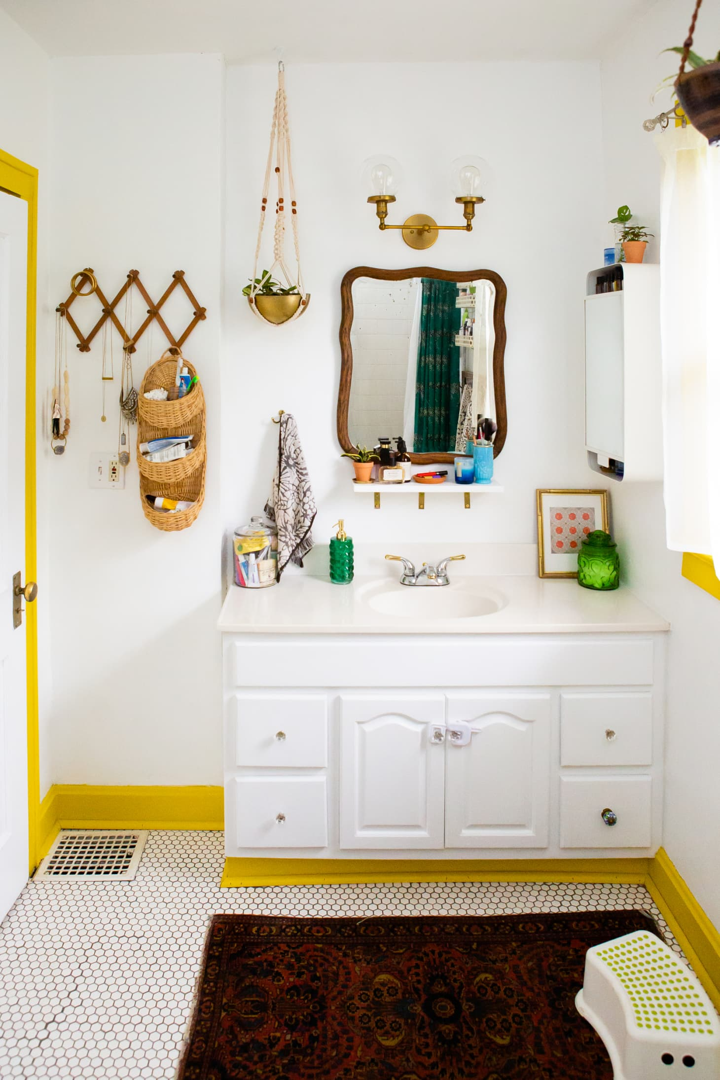 50 Best Small Bathroom Decorating Ideas - Tiny Bathroom ... on Small Apartment Bathroom  id=30559