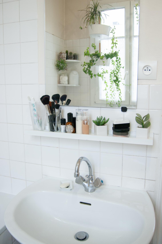 50 Best Small Bathroom Decorating Ideas - Tiny Bathroom ... on Small Apartment Bathroom  id=11373