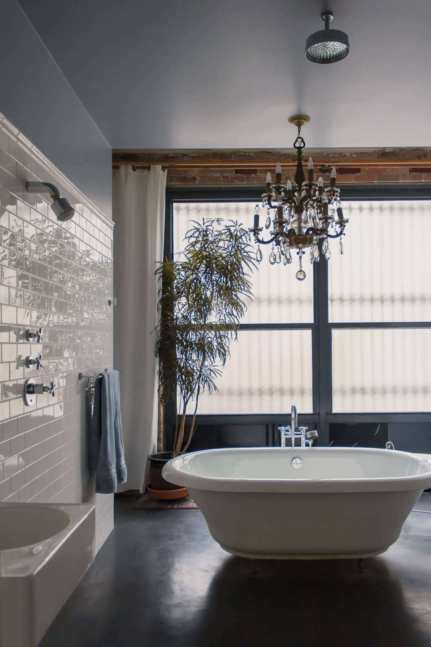 Fancy Bath Lighting: Inspiration and Tips for Hanging a ...