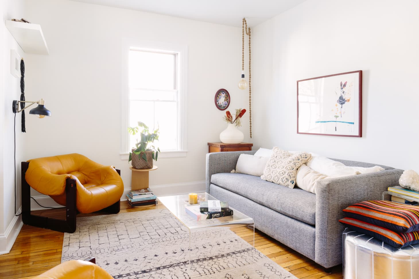 Were Seeing This Dramatic Retro Living Room Trend