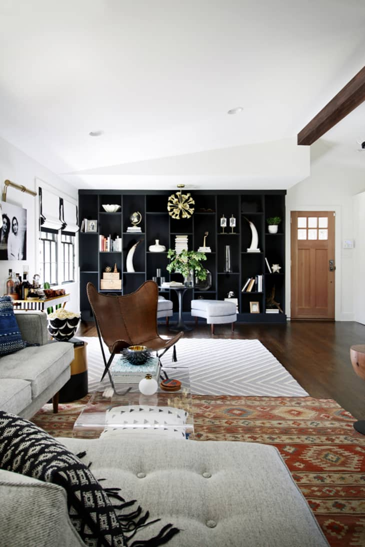 Picture of: How To Skillfully Combine Multiple Rugs In A Room Apartment Therapy