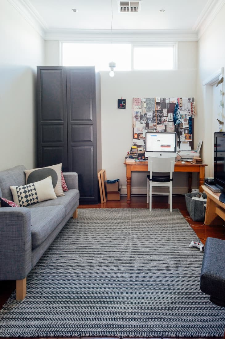 Small Office Tv Room Ideas from cdn.apartmenttherapy.info
