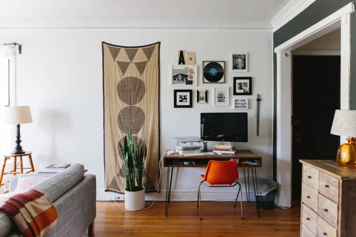 Small Office Nook Ideas from cdn.apartmenttherapy.info