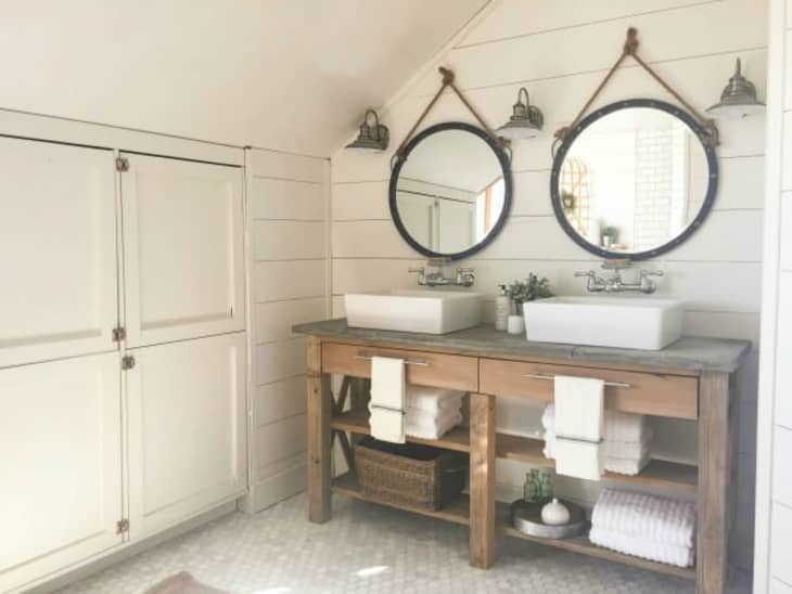 The Best Farmhouse Bathroom Decor Farmhouse Bathroom Decor Ideas Apartment Therapy