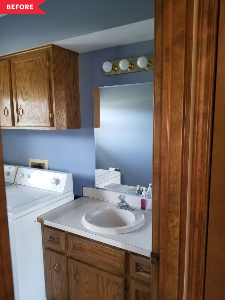 以前:深色木质浴室/洗衣房,墙壁为蓝色