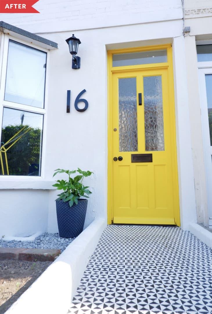 后:黄色门,漆成黑白几何图案的走道