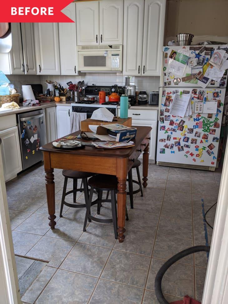 装修前的厨房灰瓦