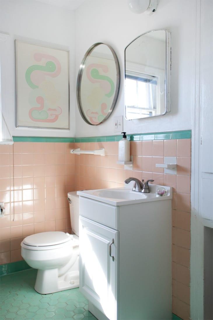 12 Retro Bathroom Ideas - Cool Old-Style Bathroom Photos ... on Apartment Bathroom Ideas  id=98024