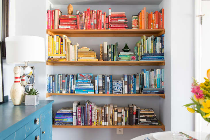 10 Cool Book Storage Ideas How To Store Books In Bedrooms Small Spaces Apartment Therapy