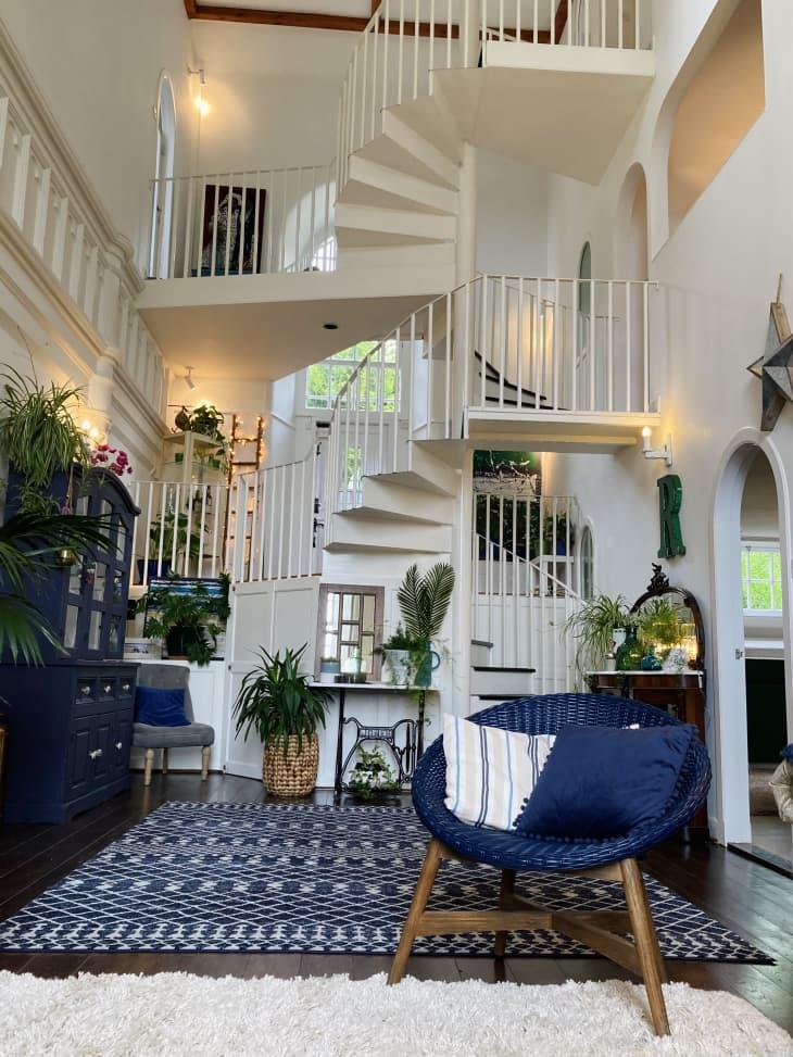 螺旋楼梯在房子里